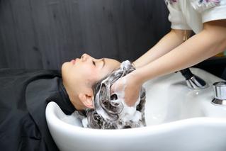 美容室でのシャンプーはなぜいい気持ちなの?家でもできる上手な手の動かし方教えます!